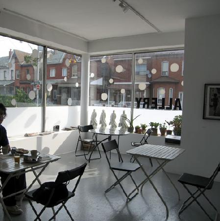 INDEXG B&B: Breakfast in the pretty gallery