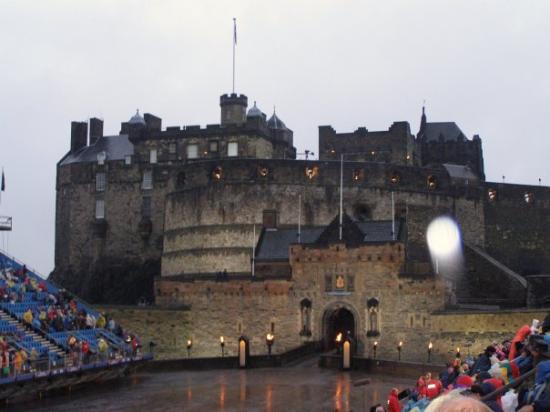 ปราสาทเอดินเบิร์ก: Some large castle in Scotland