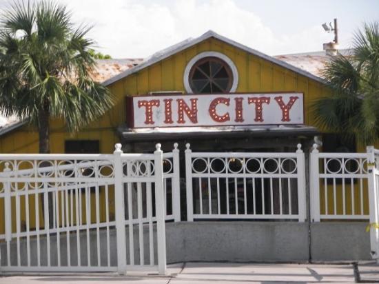เนเปิลส์, ฟลอริด้า: Tin City in Naples, Florida.