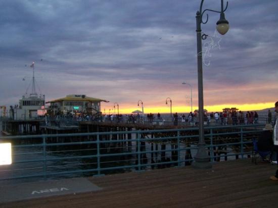 Santa Monica Pier: a very pretty sunset (the theme is pretty)