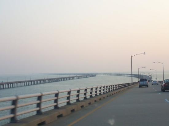 นอร์ฟอล์ก, เวอร์จิเนีย: So happy to be heading back to Virginia.  Longest bridge ever!