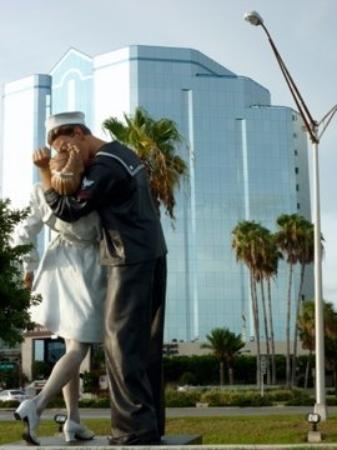 ซาราโซตา, ฟลอริด้า: A giant statue in Sarasota