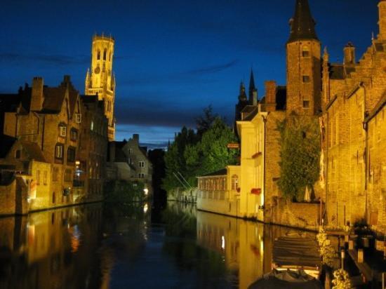 Canal Boat Tours: c'est, dit-on, la vue la plus photographiée de Brugges....jveux bien le croire....