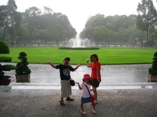 """โฮจิมินห์ซิตี, เวียดนาม: The """"Rain"""" is On @ Saigon"""