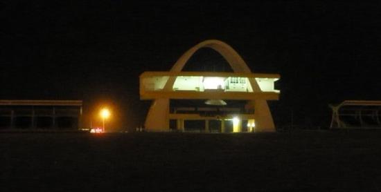 อักกรา, กานา: Y la plaza de la independencia lugar donde celebran todo tipo de festejos.