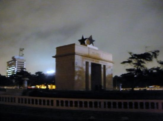 อักกรา, กานา: La estrella negra uno de los simbolos de cuando Ghana logro la independencia de inglaterra hace