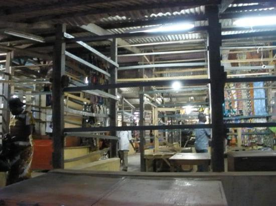 อักกรา, กานา: Desmontando un mercado de Accra (la capital)