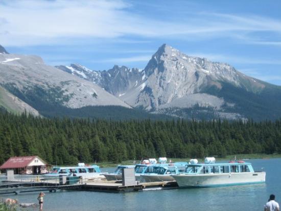 แจสเปอร์, แคนาดา: The boats at maligne lake