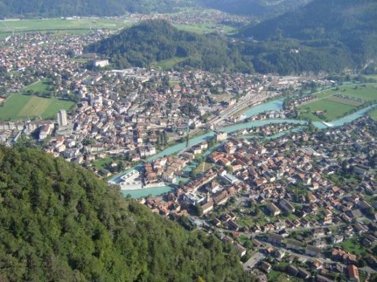 อินเตอร์เลเคน, สวิตเซอร์แลนด์: vista de Interlaken durante el vuelo de Fer