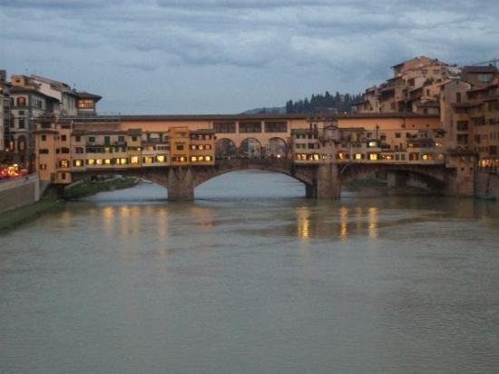 Ponte Vecchio: Pointe Vecchio again.