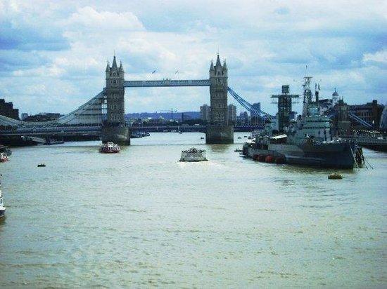 สะพานทาวเวอร์บริดจ์: london bridge on the Thames river:D