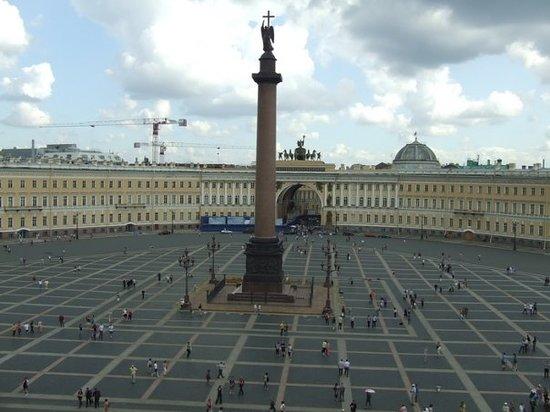 Palace Square (Dvortsovaya Ploshchad): Ermitage