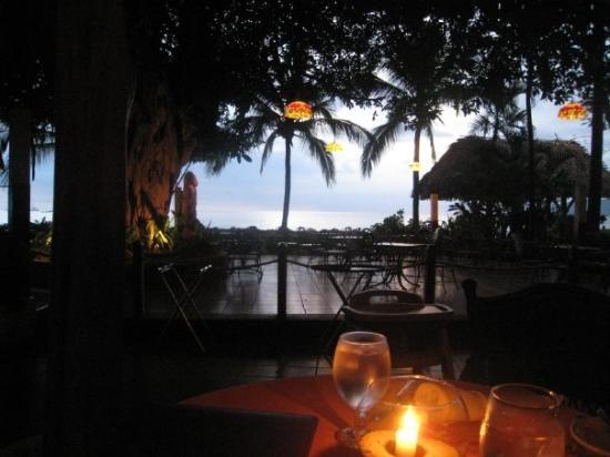 ทามารินโด, คอสตาริกา: some random restaurant by the beach. A fitting night to a great day.
