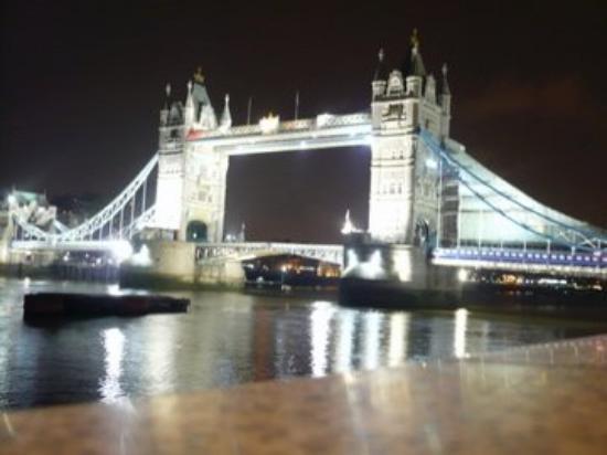 สะพานทาวเวอร์บริดจ์: Tower Bridge
