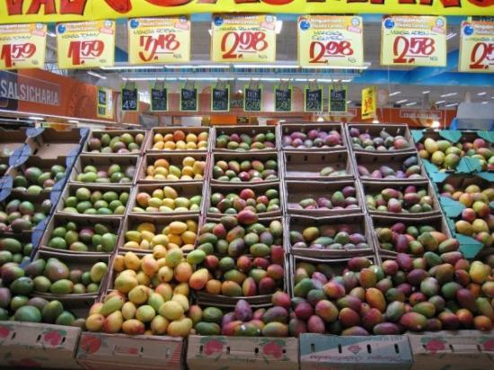 Sao Jose Dos Campos: más frutas tropicales........!me gustarón todas!