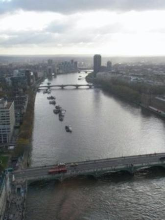 Thames River: view of River Thames from London Eye