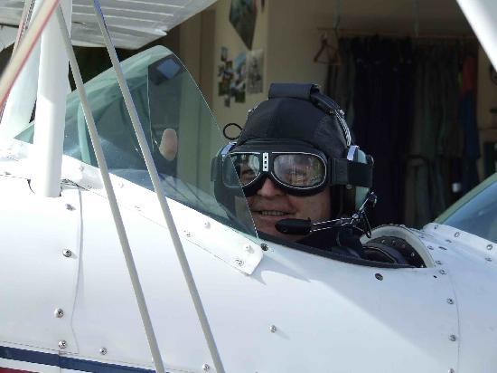 "Abel Tasman Pilot a Stunt Plane: ""Contact"""