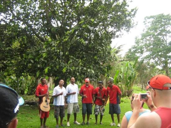 พอร์ตวิลา, วานูอาตู: Local sining groups welcome us to Cascades