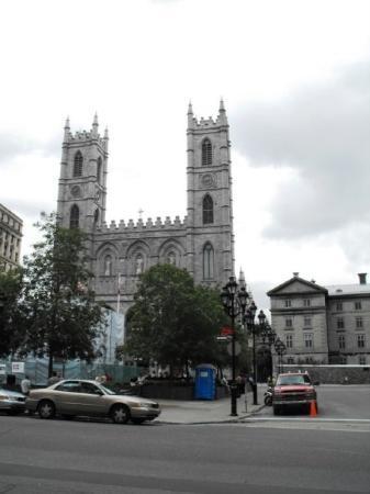 น็อทร์-ดามบาซิลิกา: Notre-Dame Basicila