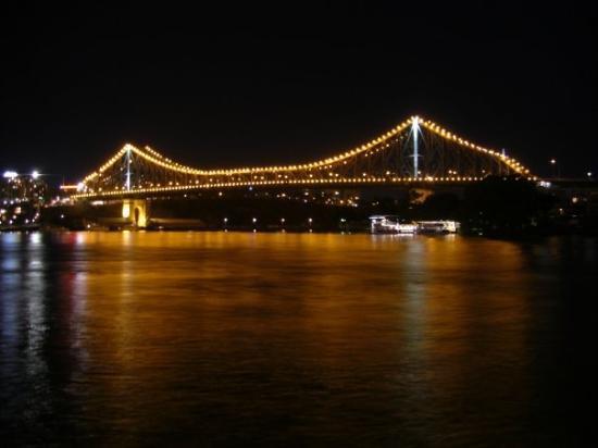 Story Bridge: Views of the Brisbane River by Night