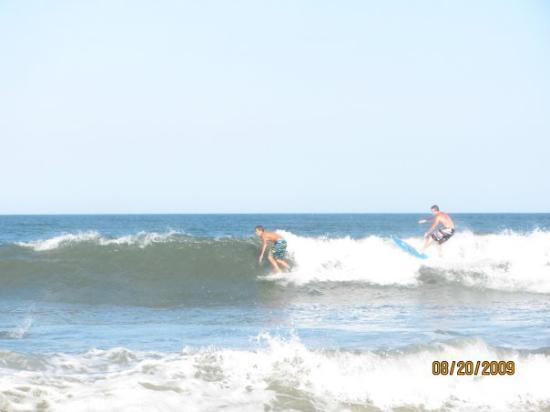 แนกส์เฮด, นอร์ทแคโรไลนา: surfers