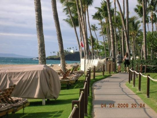 ลาไฮน่า, ฮาวาย: BeachWalk, Ka'anapali, Maui