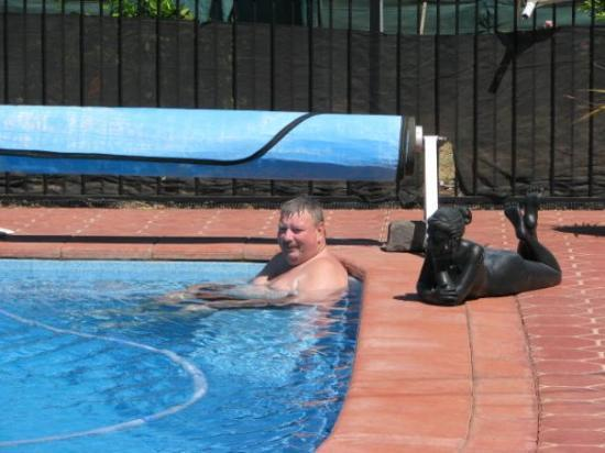 เมลเบิร์น, ออสเตรเลีย: 46.4 degrees in the shade is it ? Im staying in the pool. Bring the beers out woman!