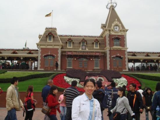 ฮ่องกงดิสนีย์แลนด์: 小小的迪士尼乐园,却也留下美好回忆。