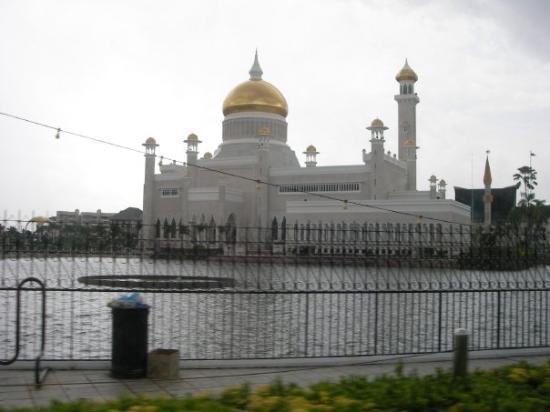 บันดาร์เสรีเบกาวัน, บรูไนดารุสซาลาม: 2009 July Sultan Omar Ali Saifuddien Mosque  Brunei