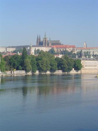 ปราสาทปราก: Looking at St. Vitus cathedral in Prague