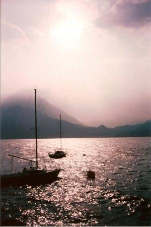 วาเรนนา, อิตาลี: Foothills of the alps after a storm in Varenna, Italy