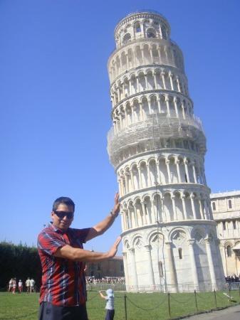 ปิซา, อิตาลี: la Torre Inclinada en la Piazza del Duonmo (1172)