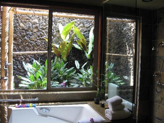 Four Seasons Resort Hualalai: The Outdoor Shower