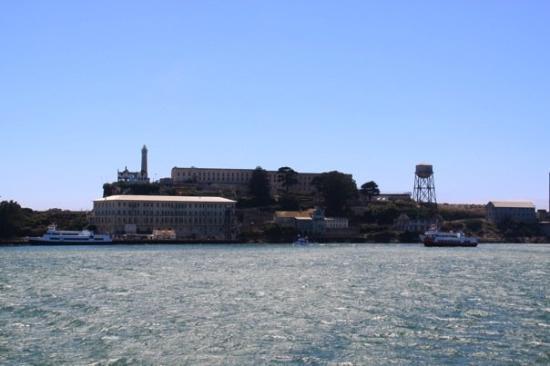อัลคาทราซ: Alctraz could not get on a tour there so had to just have a look from the ferry :(