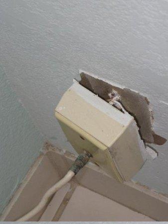 Hawaiian Inn: Outlet falling off of wall