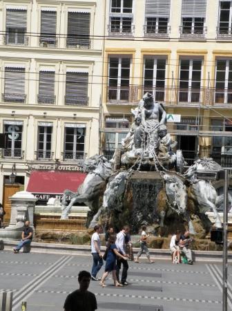 ลียง, ฝรั่งเศส: Une fontaine place des Terreaux