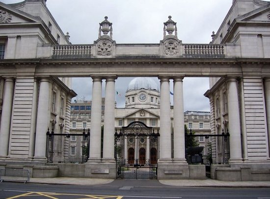 ‪Leinster House‬