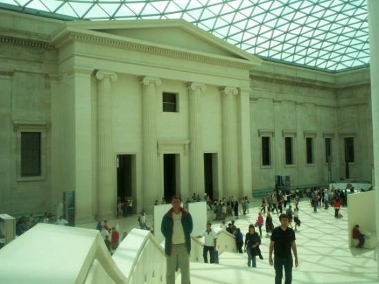 บริติชมิวเซียม: British Museum (Hall)