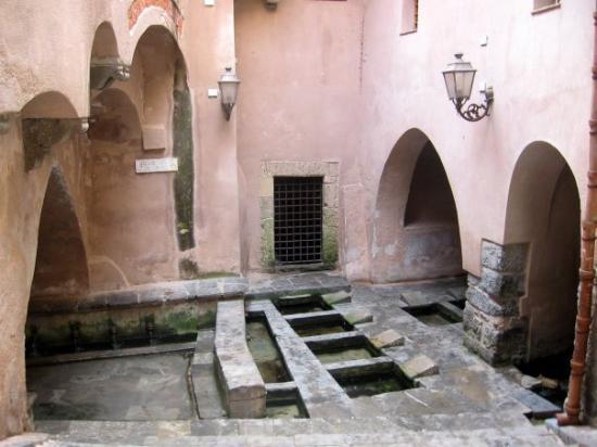 Cefalu, อิตาลี: Lavatoio - bývalé lázně
