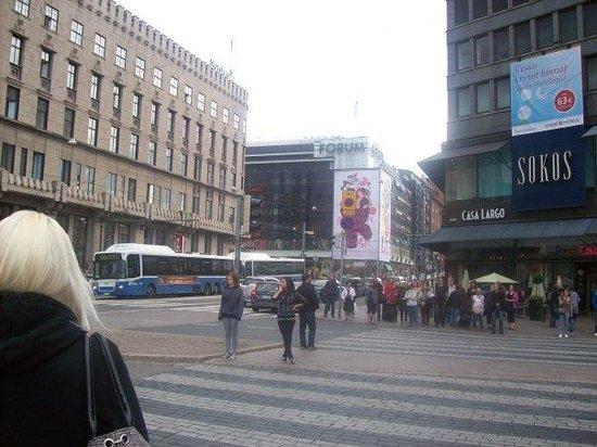 Kauppatori: Une tête autre que celle d'Emilia, hein?  Wow!  En passant, les filles à Helsinki sont vraiment
