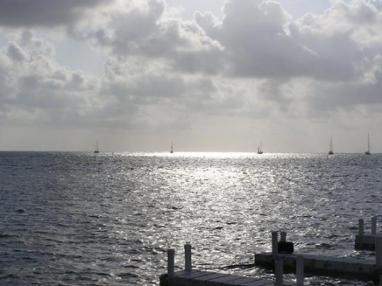 แอมเบอร์กริสเก, เบลีซ: View from our dock