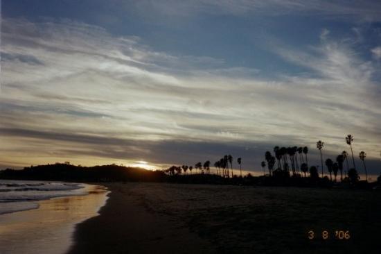 ซานตาบาร์บารา, แคลิฟอร์เนีย: East Beach sunset, Santa Barbara, CA