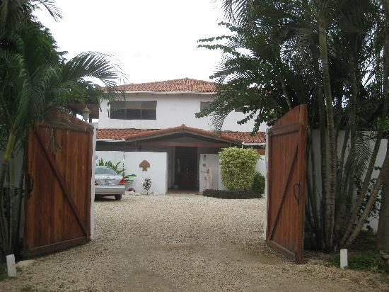 Villa Alegre - Bed and Breakfast on the Beach: entrance