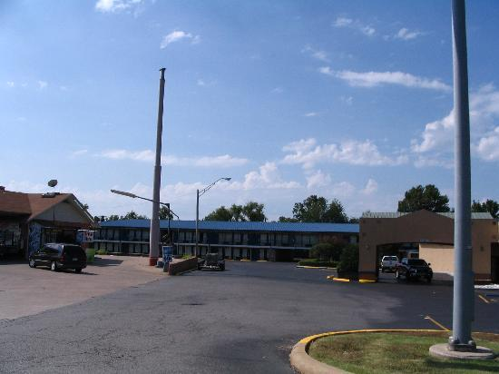 Durant, OK : Days Inn Units