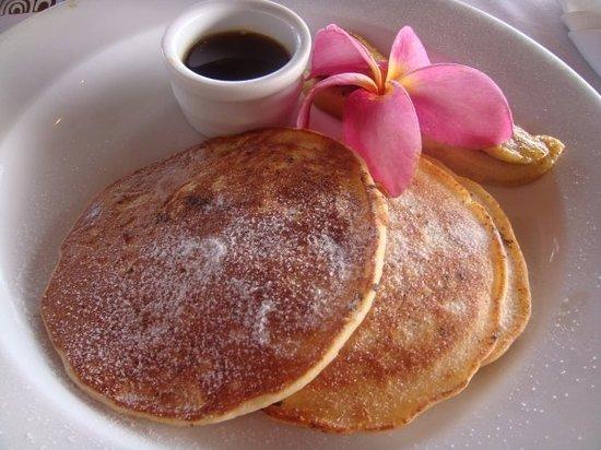 Rapae Bay Restaurant at Pacific Resort Aitutaki: Pancakes somewhat flatter than desired.