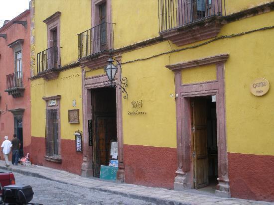 Posada Carmina Hotel: Front of hotel
