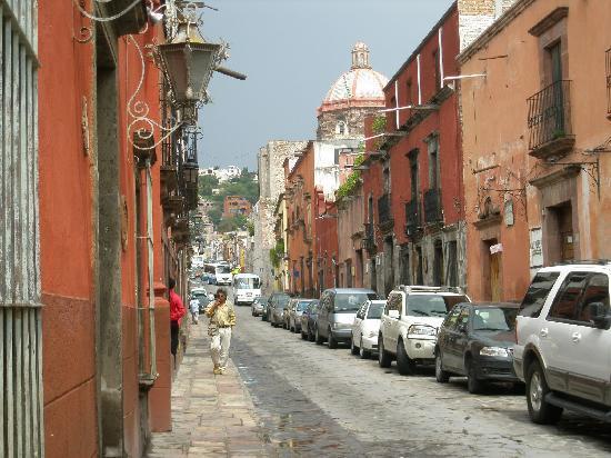 Posada Carmina Hotel: Typical street