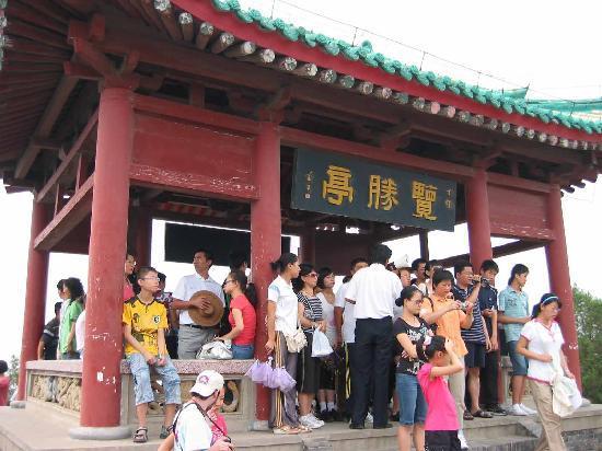 Tomb of Emperor Wudi (Maoling): 古墳頂上の建物