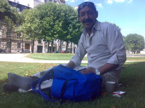 ปารีส, ฝรั่งเศส: iam in rest walk in garden(atallah)