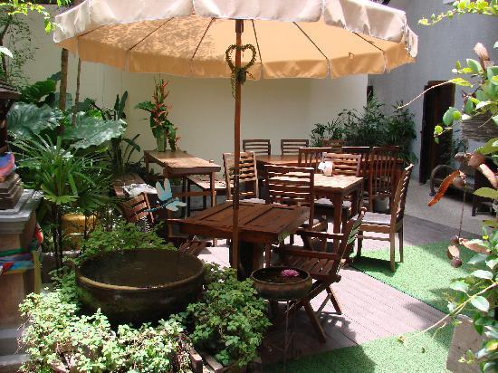Ban Kong Rao: Main eating area